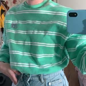 Säljer denna grön tröja från Junkyard. Har använt 2-3 gånger, storlek xs. Köpte för 399 kr.                              Köparen står för frakten.