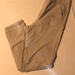 Säljer dessa jätte fina byxor för jag inte längre kan ha dom.