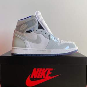Air Jordan 1 Retro High Zoom White Racer Blue. Brand new. Size US 7.5/ EU 40.5. 6199kr. Meet-up in Stockholm available. No trade/exchange.