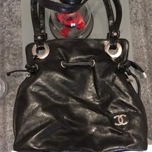 Chanel väska i fint skick!