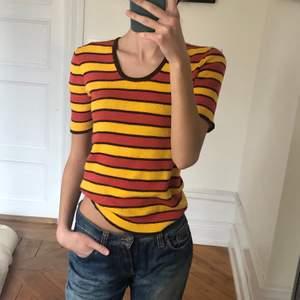 Köp på humana men inte riktigt min stil så säljer vidare👍🏼 gula, rödorangea o bruna ränder:)