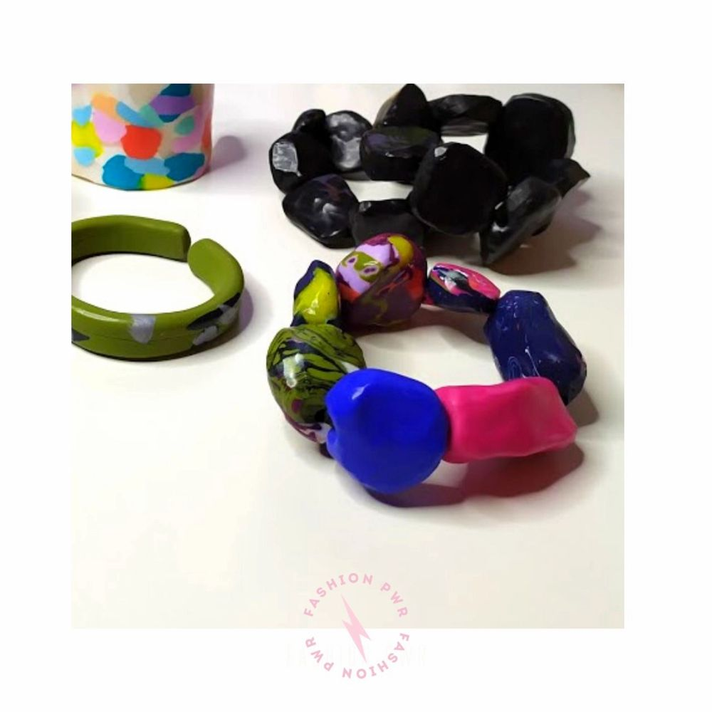 1 set of 2 black bracelets. A classic color in a new shape.  Celebrate your boldness with these bracelets!  Material: Plymer clay.  At fashion PWR we avoid overproduction, this is an unique piece, only one pair available.  All products are packed in s beautiful eco-friendly package. . Accessoarer.