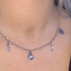 Super coolt halsband! 69kr (frakten är inkluderad i priset) hör av er vid intresse eller funderingar!💓🥰✨