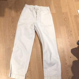 Svinfina jeans!!✨✨ lite för korta för mig som är 172 cm. ⚡️🥂⚡️🧚🏻♀️⭐️🧖♀️ med synliga sömmar