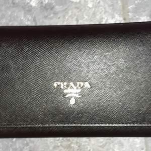 NY svart plånbok i fin design. Fake.