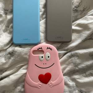3 stycken skal till Iphone 8+, säljs separat eller tillsammans. Holdit skalen är helt oanvända, nypris 149kr/styck. Säljs för 50kr/styck eller båda för 75kr.                                                Mitt älskade barbapapa skal är köpt på amazon. Använt men i väldigt fint skick. Säljs för 40kr eller ihop med de andra 2 för 100kr.