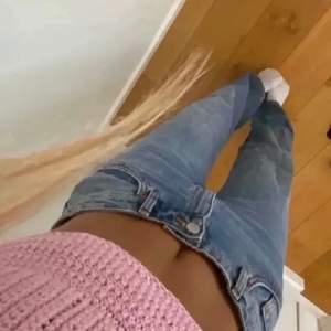 INTRESSEKOLL på dessa skitsnygga, midrise jeans som är köpta här på plick men som orginellt är från Monki💞💞 kollar intresset då de inte riktigt kommer till användning tyvärr! Kommentera om ni är intresserade💕 (bilden är lånad, skriv privat för fler)