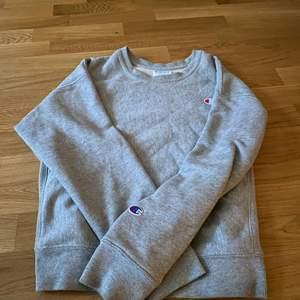Hej,jag säljer en äkta champion tröja. Jag vill sälja den för att jag inte fått någon användning av den. 🌸 den är mjuk och perfekt nu till hösten/vintern. Den är trendig och coll och i bra skick! Skriv om ni är intresserade🌸❤️(frakten ingår inte)