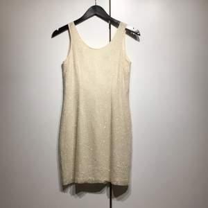 Vintage klänning från bieff basix🤍 100% SILK men broderade paljetter, 250kr + frakt