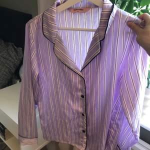 Oanvänd pyjamas i satin från hunkemöller i stl XS! 150 kr