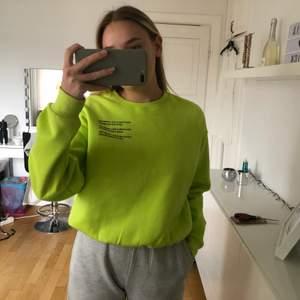 Säljer denna tröja från H&M då den inte längre kommer till användning