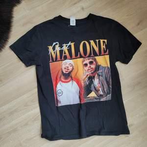 Post malone t shirt, köpt för 2år sen, fortfarande bra skick. Storlek M, ingen oversize tshirt. Tycker den känns mer som S/M 🥰 100kr + frakt