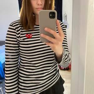 Säljer en jättefin tröja i bra skick, som jag önskar va lite större på mig! 700 kr och storlek L, men skulle säga att det är en S-M. Kan tänka mig att byta mot en storlek större ❤️
