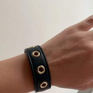 Fint armband från edblad. Säljer för att det inte kommer till användning. Slutsålt och kostar 300kr nytt💗💗köparen står för frakten på 11kr