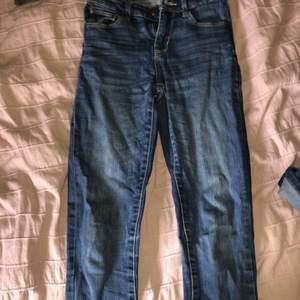 fina jeans i bra skick andvända ngr ggr men andvänder dem ingw längre då ja slutat andvända tajta jeans