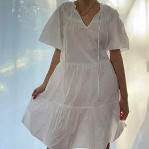 Superfin vit klänning perfekt till sommaren!
