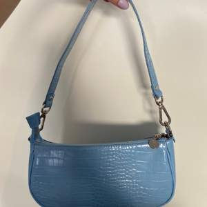Jättefin väska från Barbara Kristoffersens kollektion hos Rosemunde. Säljes pga att den inte kommer till användning. Kan gå ner i pris! Köparen står för frakten