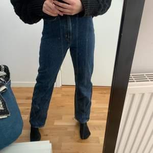 Jättefint skick. Som nya. Storlek 25/30 jag är 165cm. Från weekday i modell row