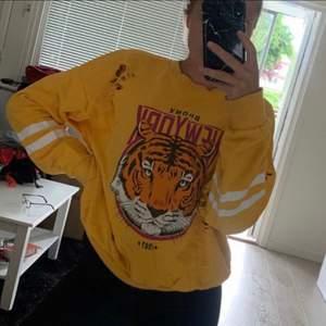Den efter frågade tiger tröjan som alla tjatade på från GinaTricot säljer jag nu i storlek M