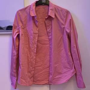 Säljer min rosa skjorta då den har blivit för liten. Helt ny. 100kr + frakt