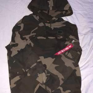 Hej :) säljer en alpha hoodie den är i bra skick o är inte använd så många gånger den är i storlek L  jag säljer den för 150