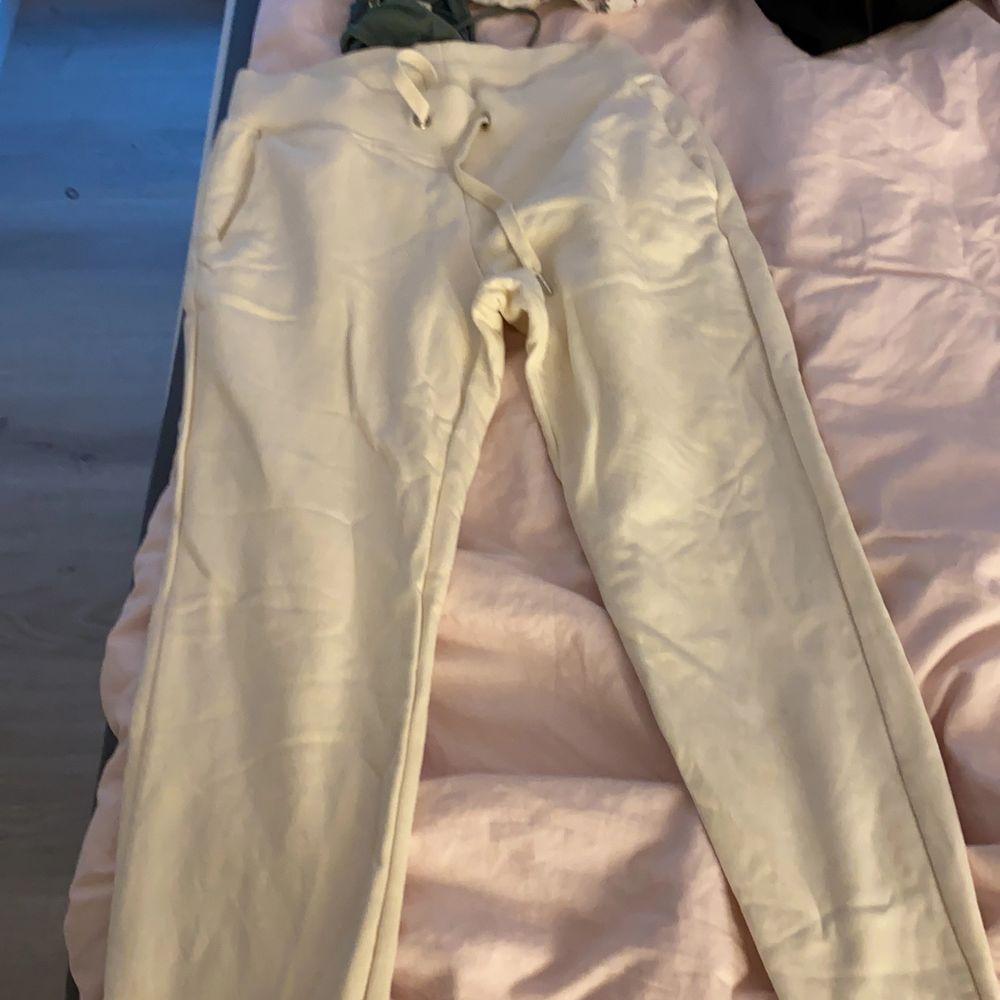 Fick dom i julklapp, har aldrig andvänt, inte min stil:). Jeans & Byxor.