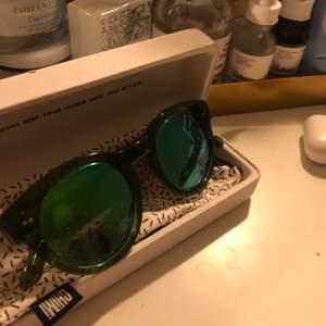Chimi solglasögon i kiwi #003 med spegelglas, knappt använda!