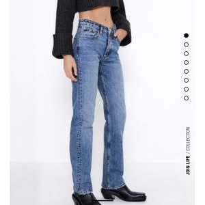 Säljer mina snygga slutsålda jeans från zara💗 Bud 300💕 Kan köpas direkt för 350💕