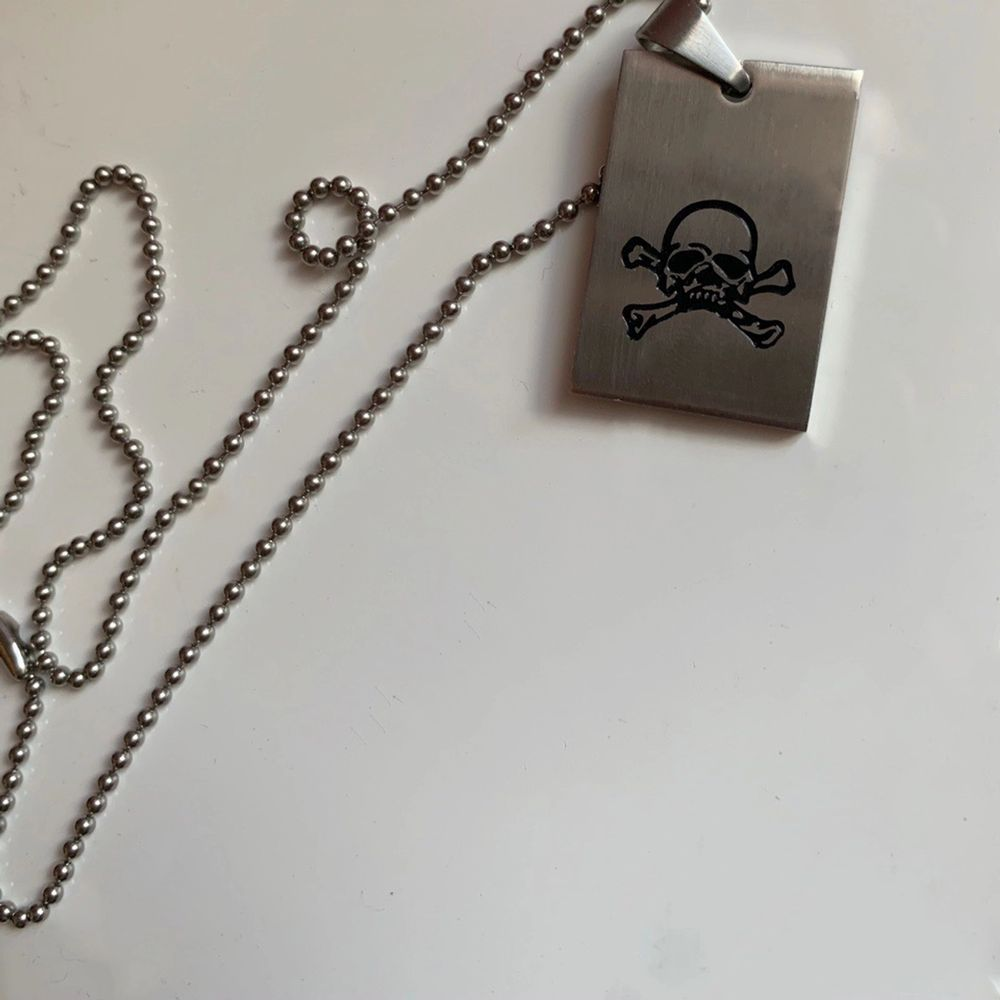 Stainless steel skull necklace. One size. . Accessoarer.