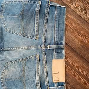 Jeansen är i mycket bra skick! Från tiger of Sweden i storlek s.