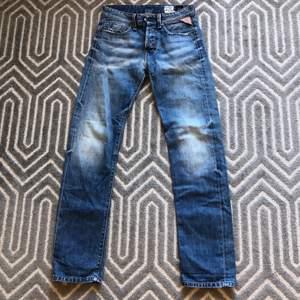 Så snygga straight leg lågmidjade Replay jeans i storlek W28L32. Köparen står för frakt💕