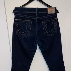 True Religion Avery jeans i bra skick dammodell. storlek 29.