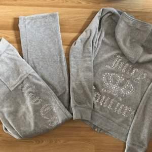Säljer mitt jättefina set från Juicy Couture i grått. Startar budgivning om många är intresserade☺️