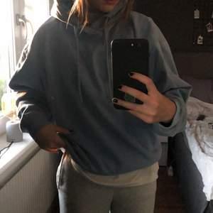 Säljer min blåa sköna hoodie!! Jätte bra skick från lager 157, använt fåtal gånger! Skriv i dm om du är intresserad 💙💙