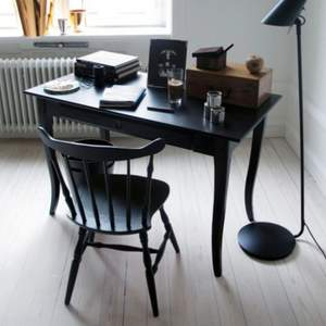 Söker leksviks skrivbord från ikea i svart gärna det stora bordet