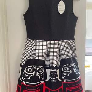 Ny klänning kraftig tyg storlek är 34/36