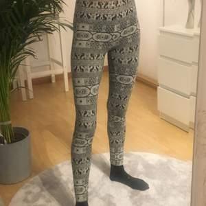 Mönstrade vit och svarta tights / leggings 🖤🤍