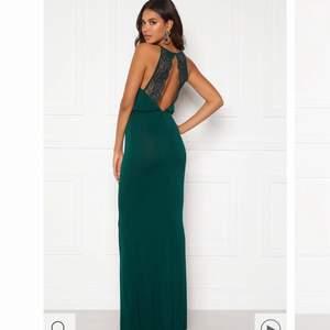 Så himla fin balklänning (!!!) som inte går att skicka tillbaka längre därav säljer jag här. Helt ny, endast testad.
