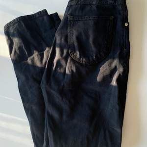 Jeans från junkyard strl XS men i loose fit! Jättefina o sköna o ha på sig💞