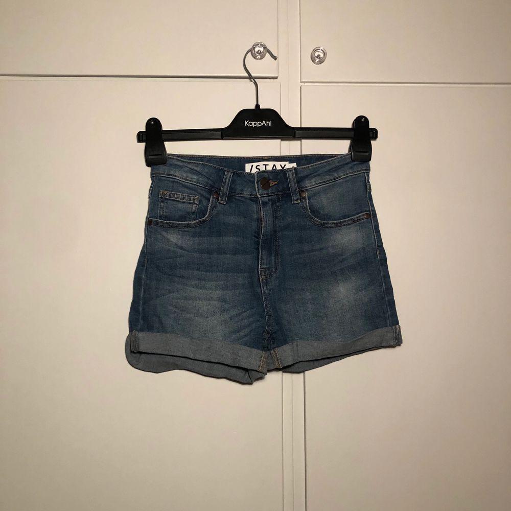Jeansshorts från carlings. Knappt använda🥰 (frakt knräknat i priset!!!) . Shorts.