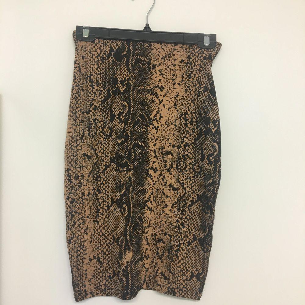 Ormönstrad kjol. Säljer tillhörande topp. Aldrig använd.. Kjolar.