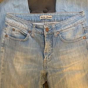 Fina vintage acne jeans i en fin blå färg. Säljs då som är för små för mig. Pris kan diskuteras, om fler vill ha som blir det budgivning