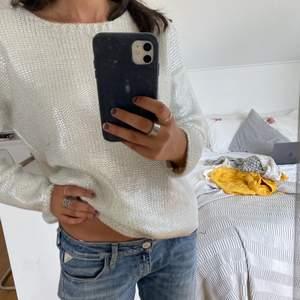 Så snygg och trendig stickad tröja från mango med silver på. Storlek s men skulle passa både m och xs bra.