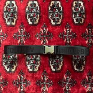 Axel Arigato strap bälte aldrig använt i mycket bra kvalitet