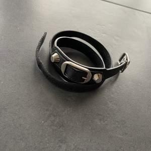 BALENCIAGA  -Double wrapped -Mått: 56,5cm -Nypris: 2250:- -Pris: 950 DM VID FRÅGOR OCH KÖP