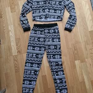 Ny pyjamas med croppad top och byxor. Storlek S, 150kr +frakt