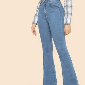 Nya byxor                                                                      Oanvända High waist flare leg som kostar 400kr med leverans inom Växjö. De är i bra skick. Storlek: L 33. Färg: ljusblå jeans. Kan gå ner i pris.
