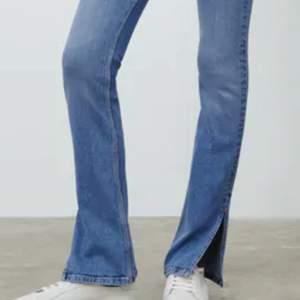 Säljer dessa fina jeans som är slutsålda pga används ej