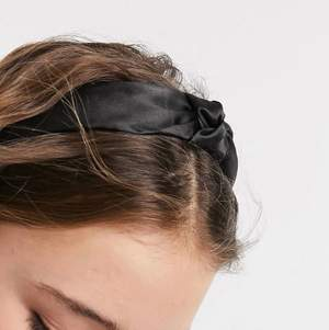 Svart hårband