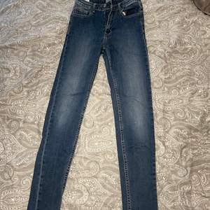 Högmidjade Jeans från crocker storlek 26|28. Pris kan sänkas vid snabb affär